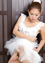 This TS ballerina has a big erect surprise under her tootoo